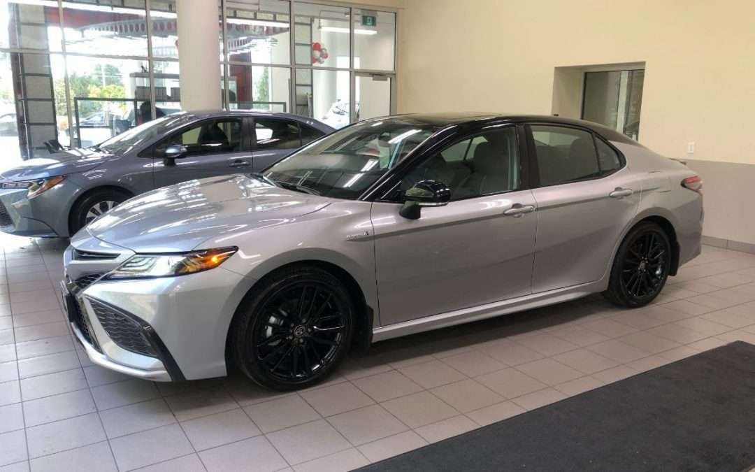 VIdeo: 2021 Camry Hybrid XSE with Black Roof (Celestial Silver Metallic, Black Leather)